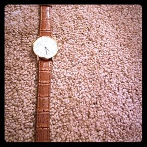 Accessories - Brown watch w faux-leather band